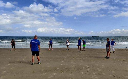 fitwalking-oefening-aan-zee